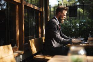 empresas que contratam para trabalhar online